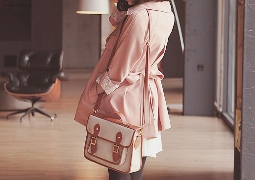 I want this jacket!! and the bag fits so well~ This outfit looks so cute and at the same time sophisticated and gives of a little of a young adult feeling